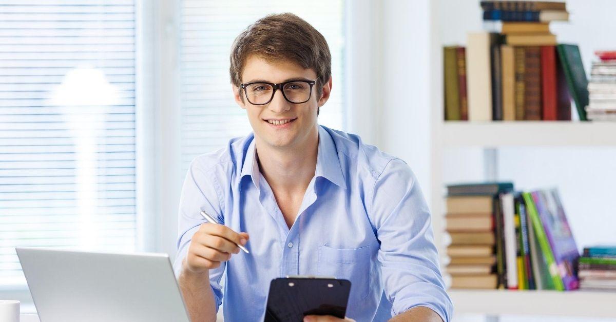 Geek Gets Sloppy Blowjob from Jock